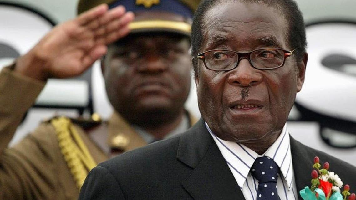 President Robert Mugabe attended a university graduation ceremony on Friday, his first public appearance since military generals took control of Zimbabwe. (File photo: Reuters)