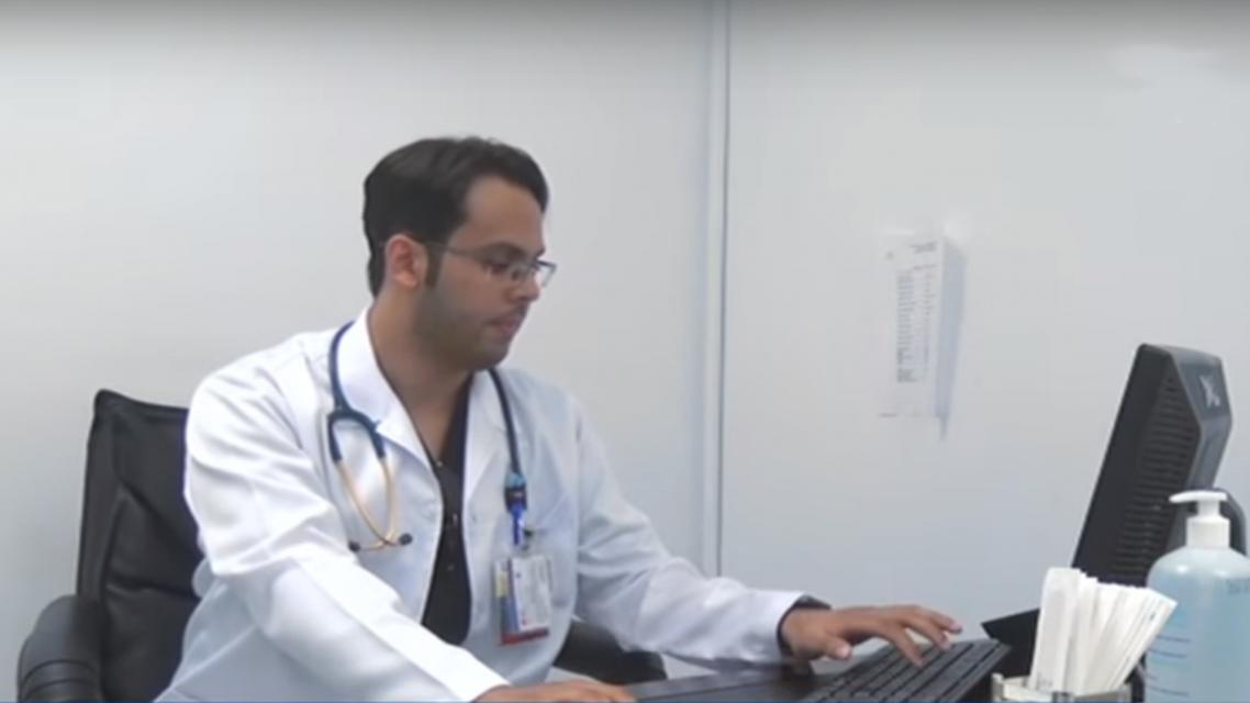 طبيب سعودي يتحول إلى بائع قهوة.. وهذه قصته