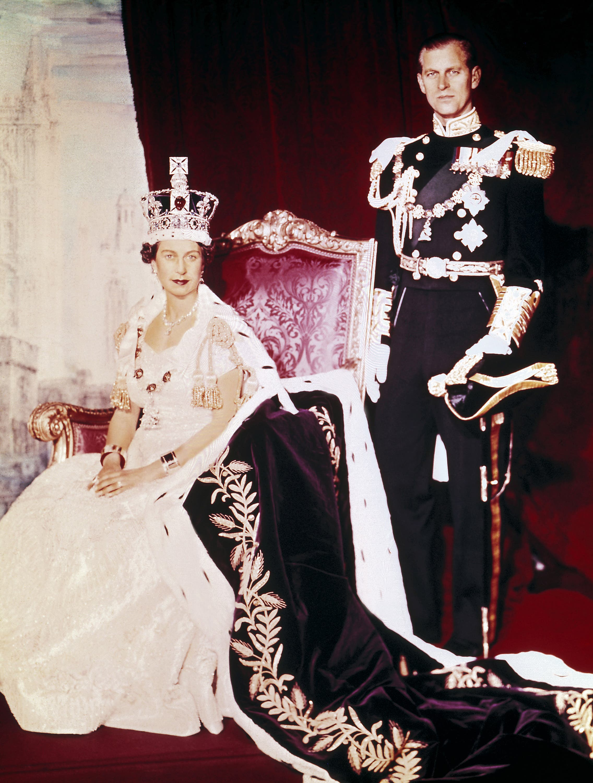 الصورة الرسمية لتولي إليزابيث عرش بريطانيا في 1952