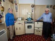 بالصور.. مسنان يحتفظان بأجهزة منزلية تعمل منذ 50 سنة