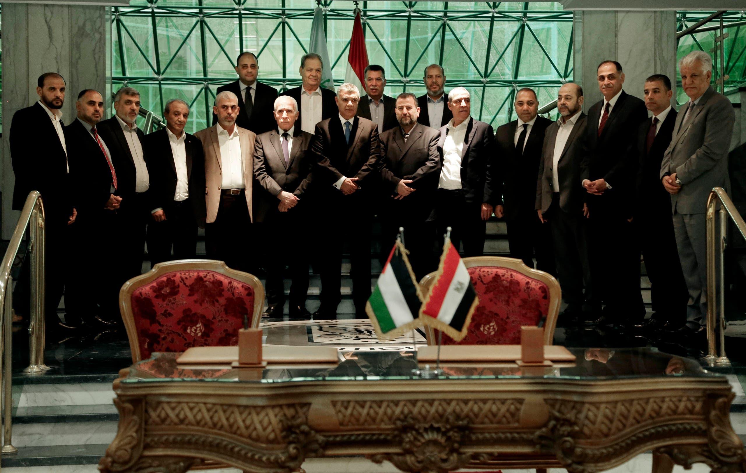 عقب توقيع اتفاق المصالحة الفلسطينية في القاهرة أكتوبر 2017