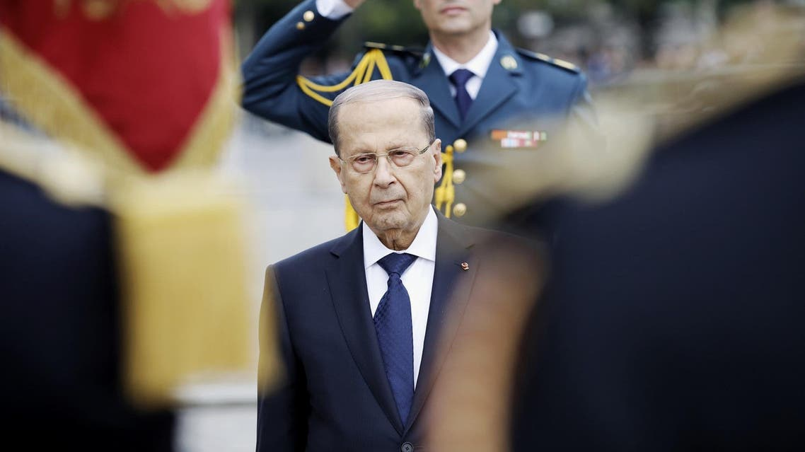 Michel Aoun during a welcome ceremony under the Arc de Triomphe in Paris on September 25, 2017. (AFP)