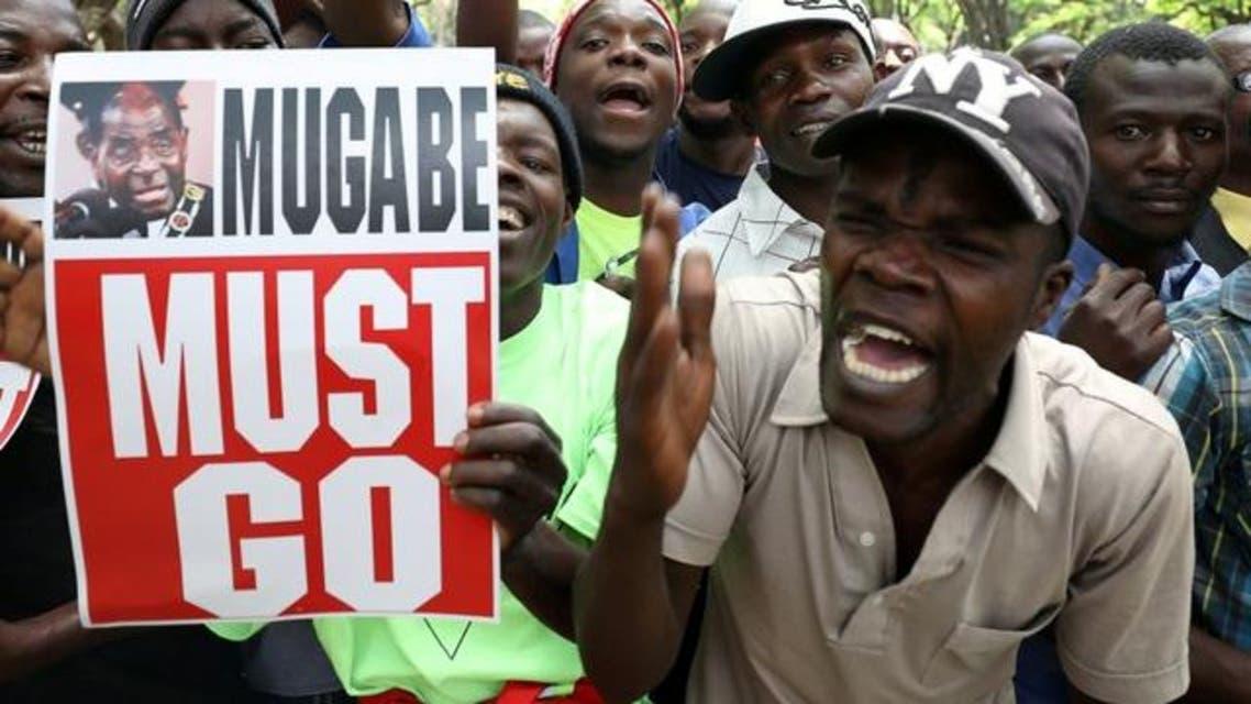 رقص وهتافات بهاراري بعد استقالة موغابي