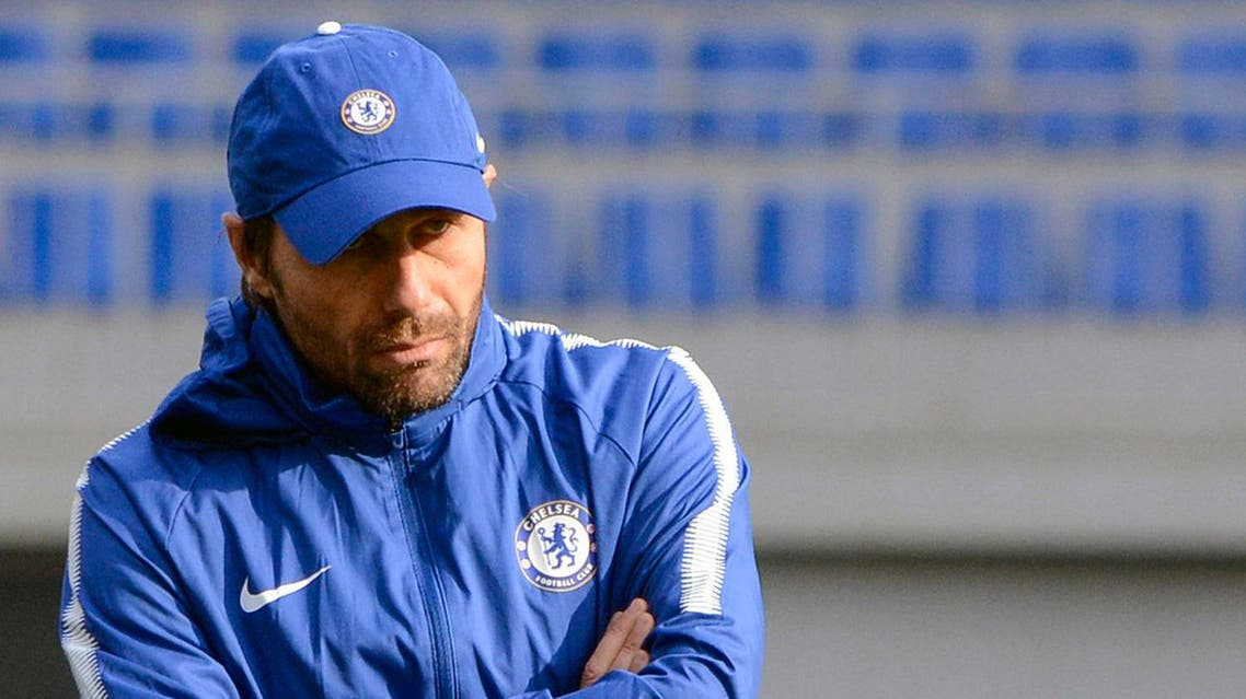 Chelsea's Italian head coach Antonio Conte leads a training session in Baku on November 21, 2017 on the eve of the UEFA Champions League Group C football match between Qarabag FK and Chelsea FC.  TOFIK BABAYEV / AFP