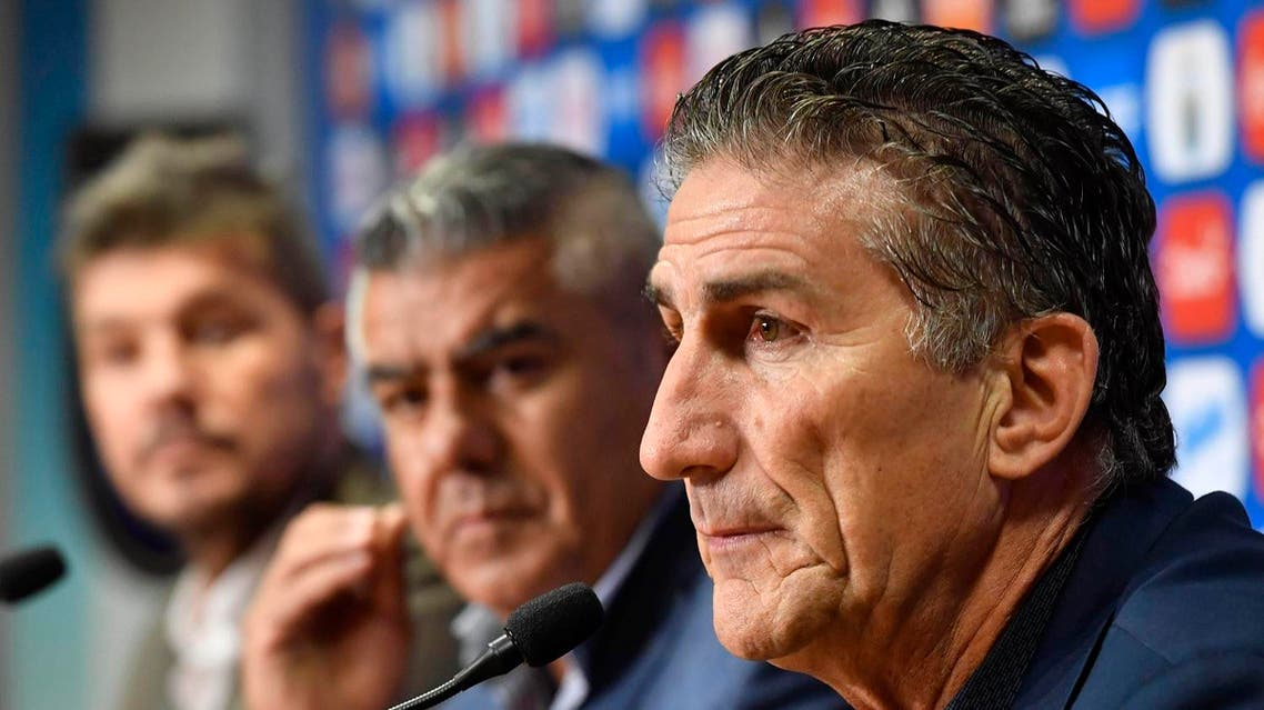 The former coach of Argentina' national football team, Edgardo Bauza (R), takes part in a press conference formalizing his dismissal, alongside the president of Argentina's football association (AFA), Claudio Tapia (C), and Marcelo Tinelli (L), AFA head of Argentina's national teams committee, in Buenos Aires on April 11, 2017. Argentina's football association fired Edgardo Bauza as coach of the crisis-hit national team as it struggles to qualify for next year's World Cup. Alejandro SANTA CRUZ / TELAM / AFP