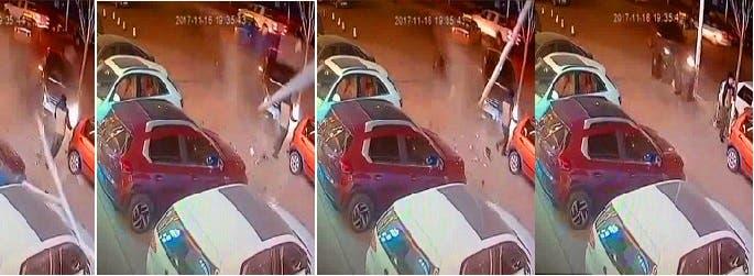 اقتحمت السيارة عليه المكان، فنجا من حادث مزدوج يؤكد أن الحياة معلقة أحيانا بشعرة
