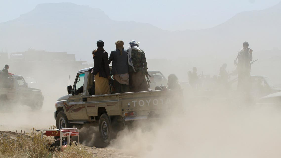 Newly recruited Houthi fighters ride a car before heading to the frontline to fight against government forces, in Sanaa, Yemen November 16, 2017. REUTERS/Mohamed al-Sayaghi