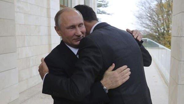 بوتين يحتضن الأسد أثناء زيارة الأخير المفاجئة إلى روسيا