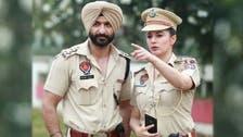 """""""پلیزمجھے پکڑ لیں"""": خوبرو بھارتی پولیس آفیسر کو گرفتاریاں پیش کرنے والوں کی قطار لگ گئی"""