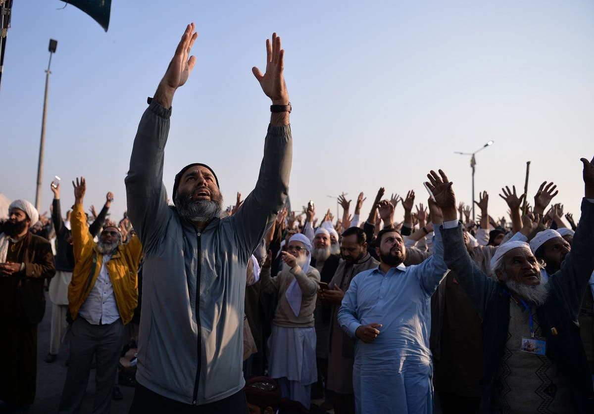 Pakistani protesters from the Tehreek-i-Labaik Yah Rasool Allah Pakistan (TLYRAP) religious group shout religious slogans during a protest in Islamabad on November 26, 2017. (AFP)