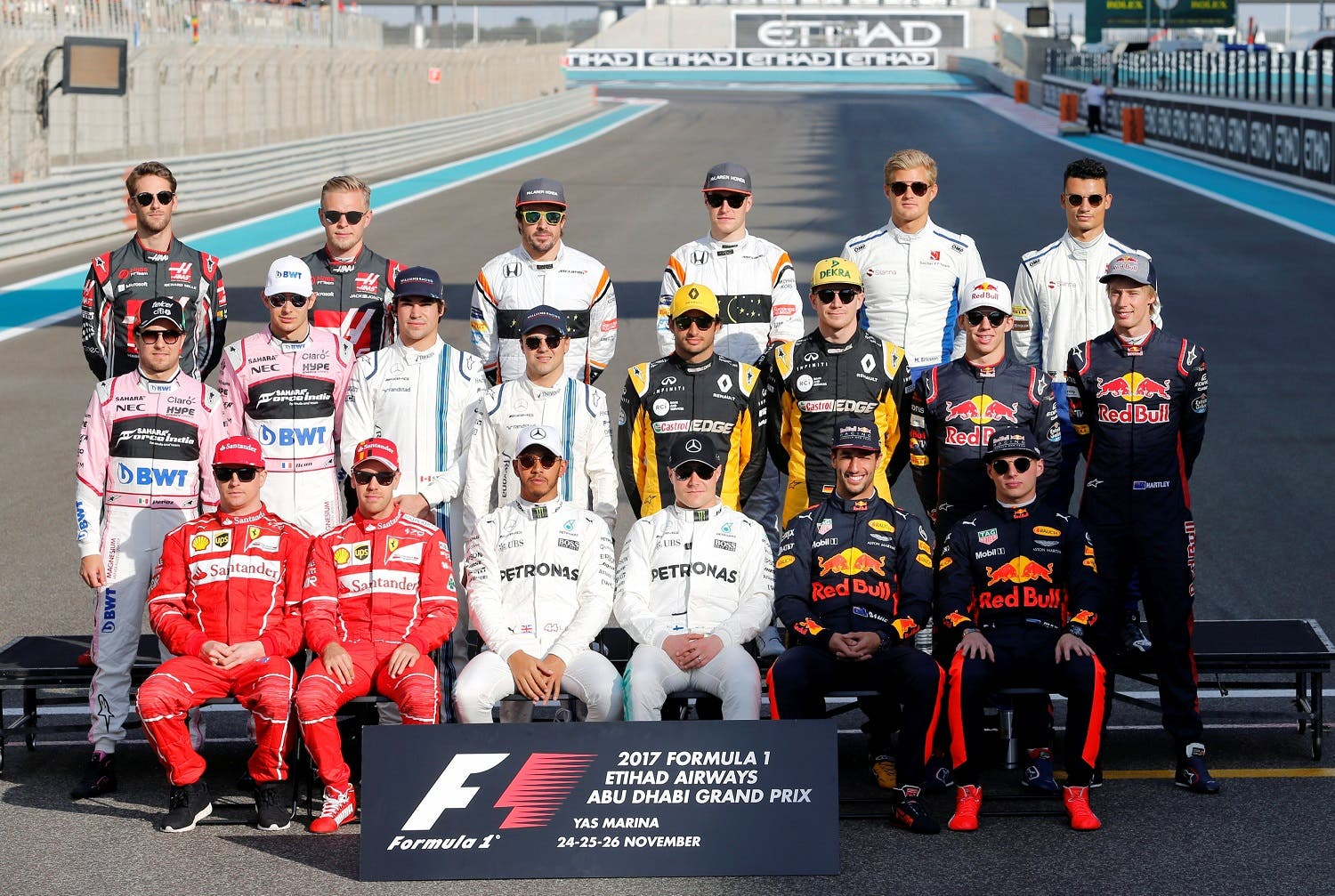 Formula One 2017 season drivers pose for end of season group photo during Abu Dhabi Grand Prix at Yas Marina Circuit on November 26, 2017. (Reuters)