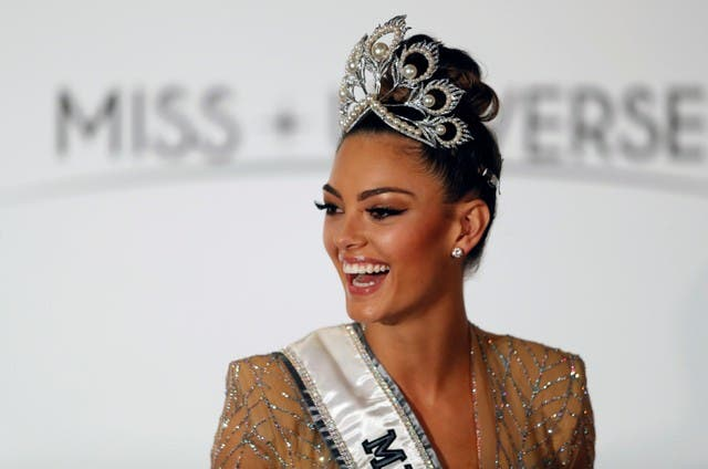 ملكة جمال الكون.. قصيرة القامة وبيضاء من جنوب إفريقيا