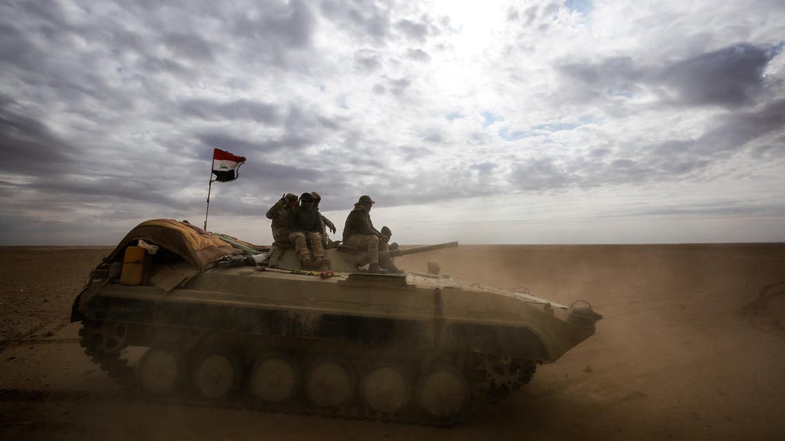 An Iraqi forces' armored personnel carrier advances through Anbar, 20 km east of Rawah in the western desert bordering Syria, on November 25, 2017. (AFP)
