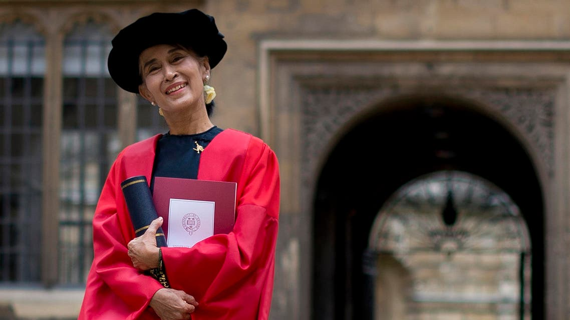 Myanmar democracy icon Aung San Suu Kyi poses for photographers at the Bodleian Libraries after receiving an honorary degree at Oxford University in Oxford, northwest of London, on June 20, 2012. afp