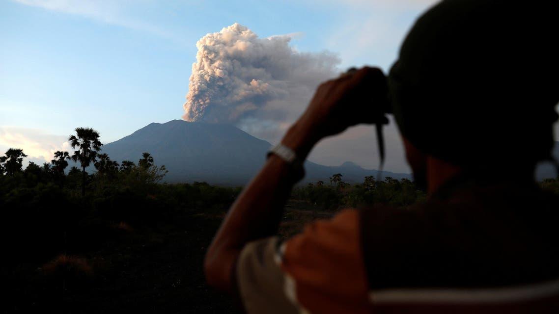 """بركان جبل""""أغونغ"""" - إندونيسيا"""
