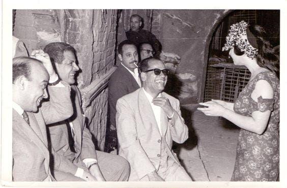 مع نجيب محفوظ من كواليس تصوير فيلم زقاق المدق