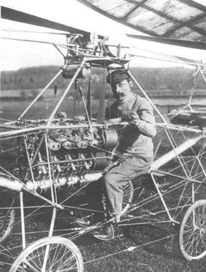نموذج طائرة هليكوبتر من تصميم وتصنيع بول كورنو في عام 1907