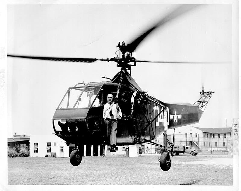 رائعة سيكورسكي المروحية Sikorsky ٌR-4 في عام 1942