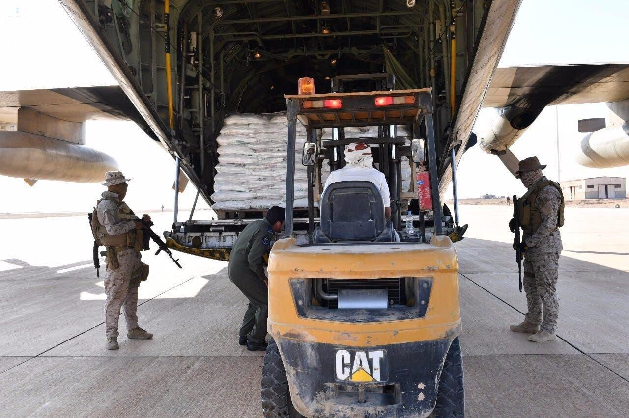 طائرة مساعدات مطار الغيظة