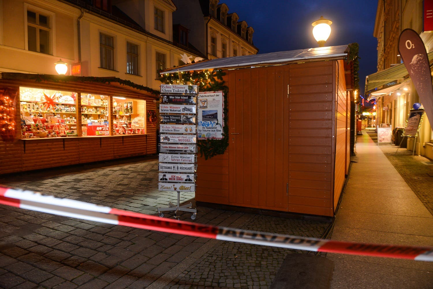 A picture taken on December 1, 2017 shows a security perimeter set after a suspicious object prompted the evacuation of a Christmas market in Potsdam. (AFP)
