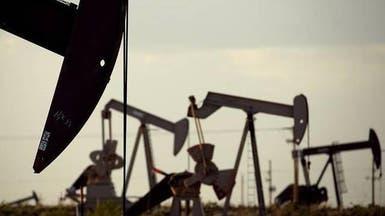 النفط يتجاهل توقعات وفرة الإمدادات في 2018