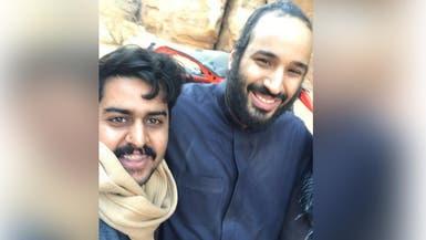 """سعوديون يلتقطون """"سيلفي"""" مع محمد بن سلمان في العلا"""