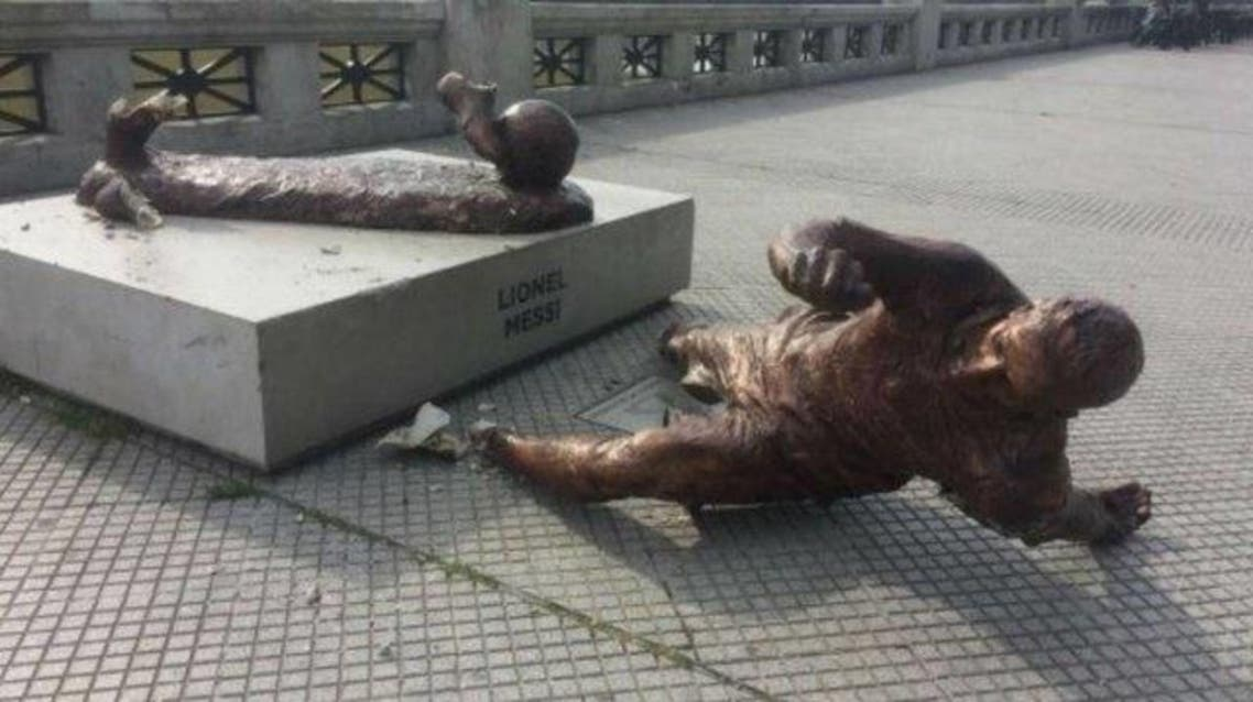 تخریب مجسمه لیونل مسی در بوینس آیرس آرژانتین از سوی عدهای ناشناس