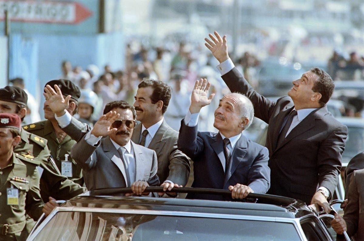 علی عبدالله صالح به همراه ملک حسین پادشاه پیشین اردن، صدام حسین رئیس جمهوری اسبق عراق و محمد حسنی مبارک رئیس جمهوری اسبق مصر