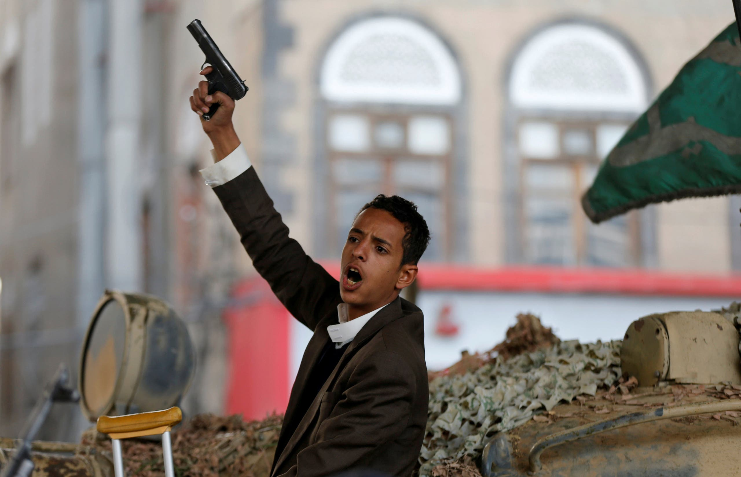 أحد عناصر ميليشيات الحوثي في صنعاء بعد الاعلان عن مقتل صالح