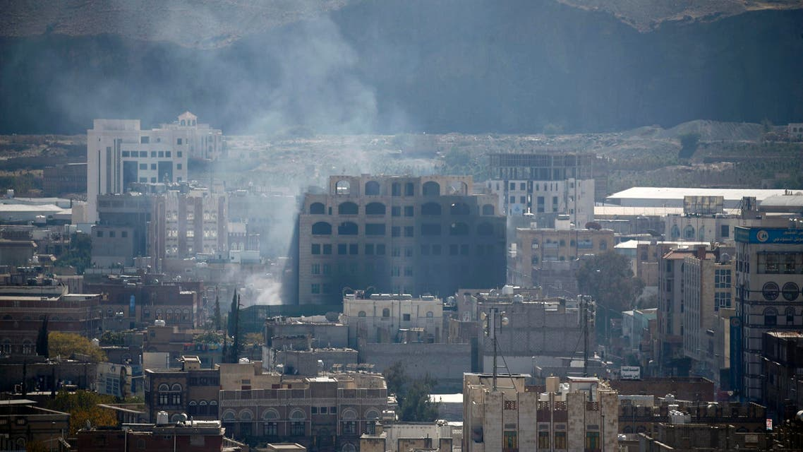 Smoke billows behind a building in the Yemeni capital Sanaa on December 3, 2017, during clashes between Huthi rebels and supporters of Yemeni ex-president Ali Abdullah Saleh. AFP