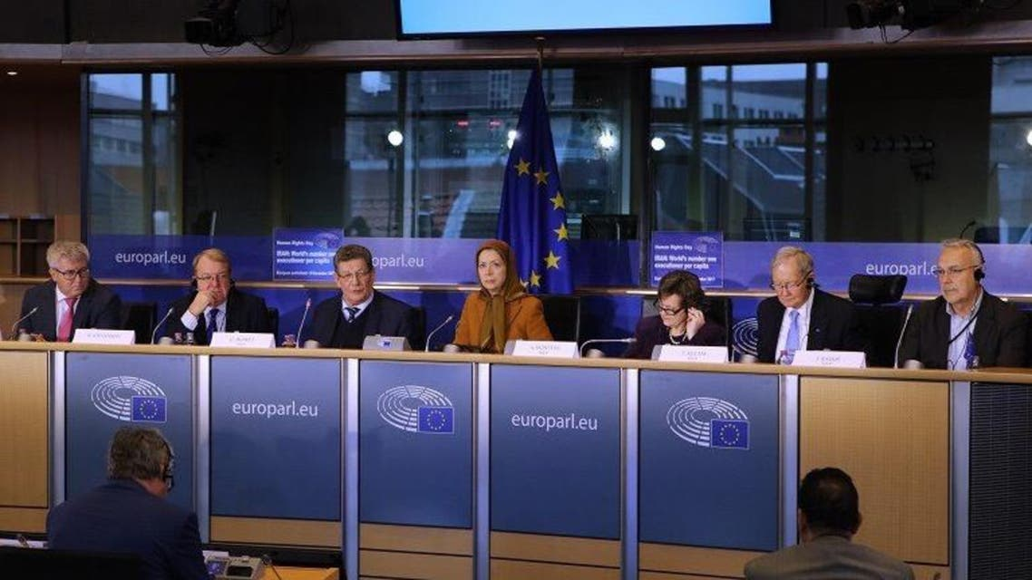 رجوي من برلمان أوروبا: الحل يكمن في إبداء الحزم