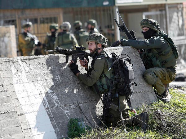 إسرائيل تعتقل 20 في قرية شهدت مقتل فلسطيني برصاص مستوطن