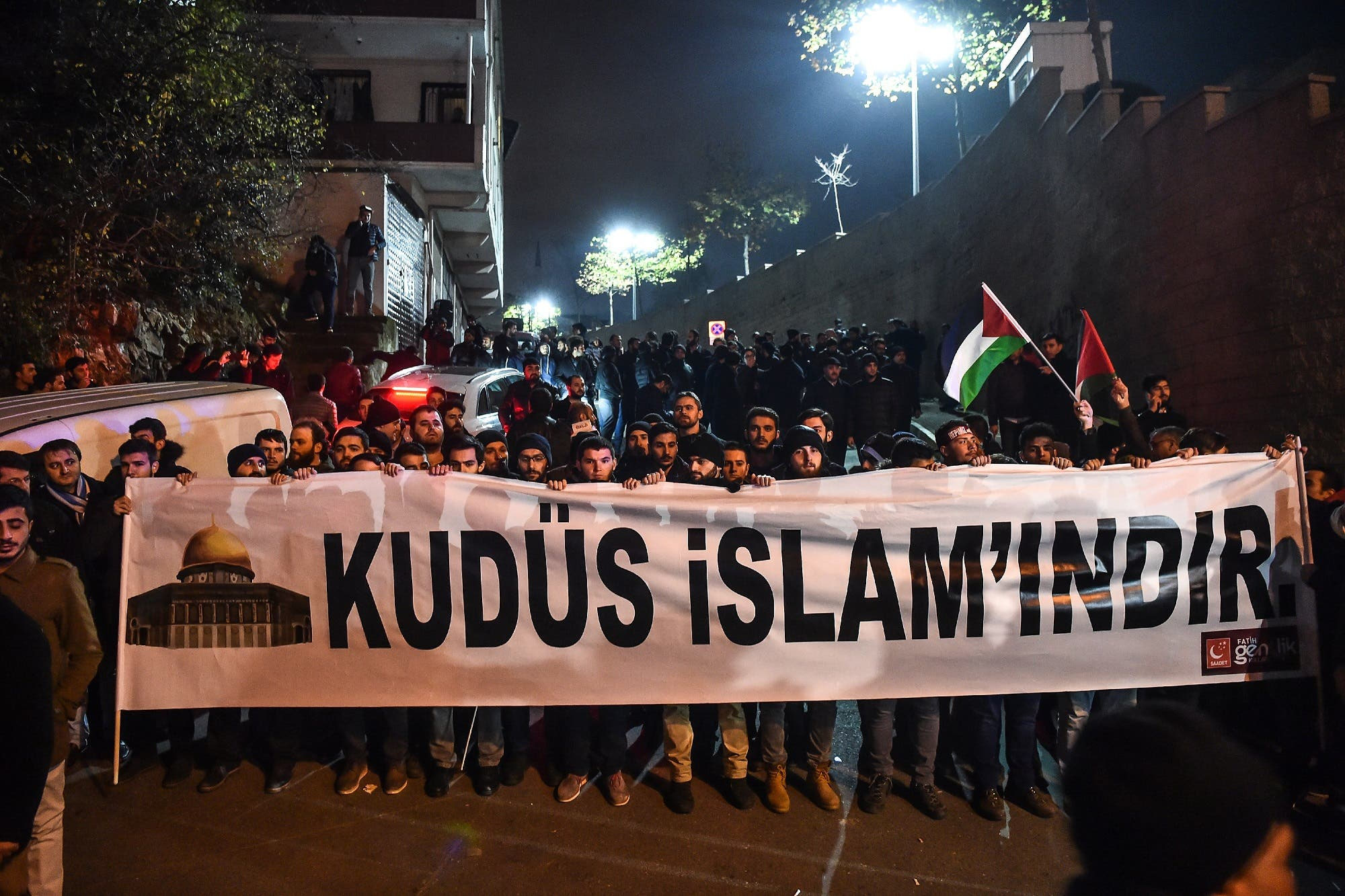 "Protesters hold a banner reading ""Jerusalem belongs to Islam"" during a demonstration in front of the US consulate in Istanbul on December 6, 2017. (AFP)"