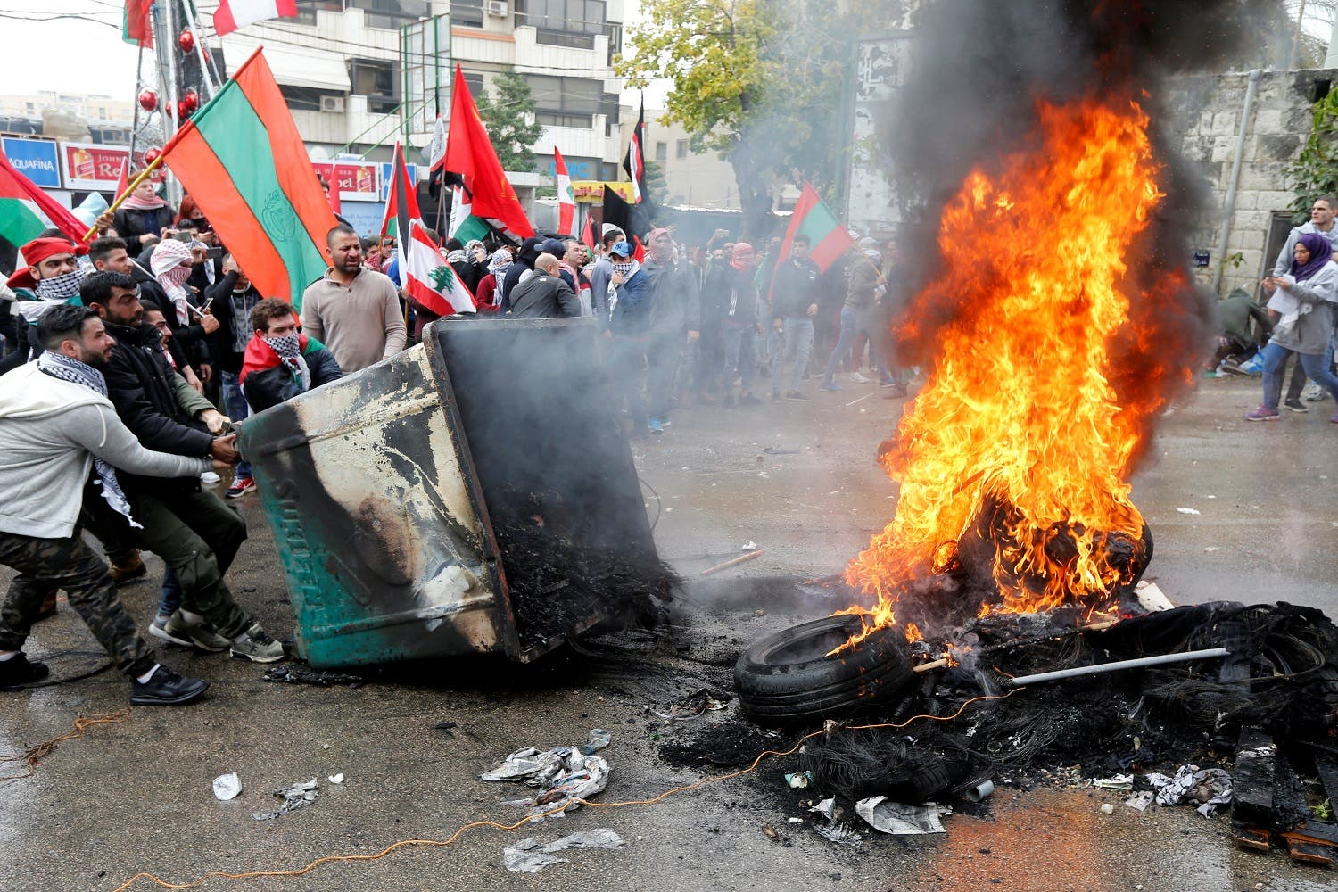 Protesters are seen near the U.S. embassy in Awkar, in Beirut, Lebanon December 10, 2017. (Reuters)