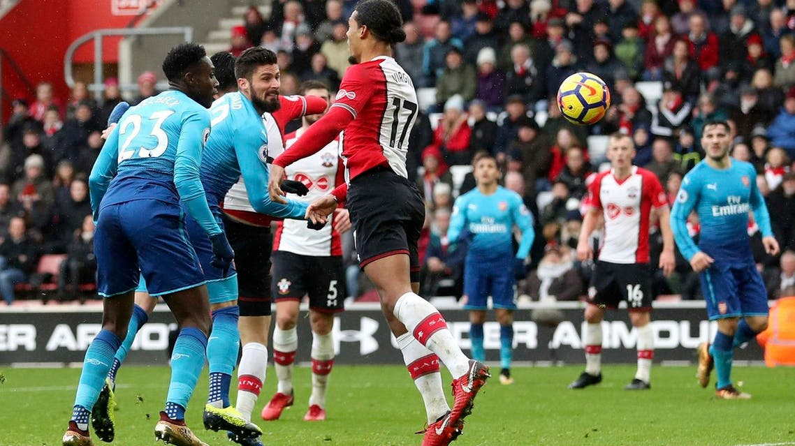 Arsenal's Olivier Giroud (center), scores his side's first goal of the game during the English Premier League soccer match against Southampton at St Mary's Stadium, Southampton, England, on Dec. 10, 2017. (AP)