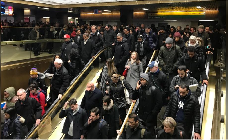 كثيرون من المسافرين عبر محطة بورت أوثوريتي بنيويورك كانوا سيقضون ضحايا لبراغي عقيد الله