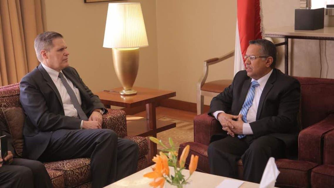 رئيس الحكومة اليمنية خلال لقائه السفير الأميركي