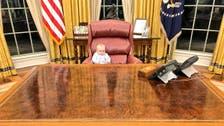 صدر ٹرمپ کی کُرسی پر براجمان یہ بچّہ کون ہے ؟