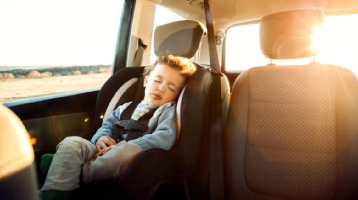 كرسي اطفال بالسيارة