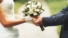 صدمة ومفاجأة.. عروس تضبط عريسها بحضن امرأة بحفل زفافهما
