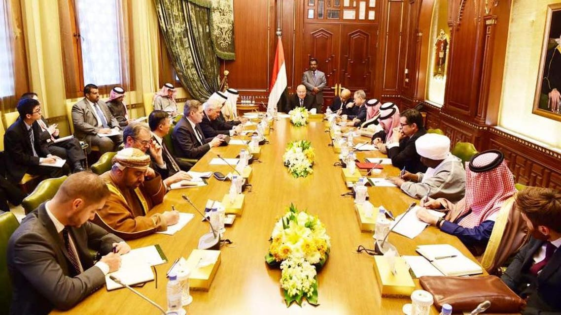 الرئيس اليمني مع سفراء الدول الـ 19