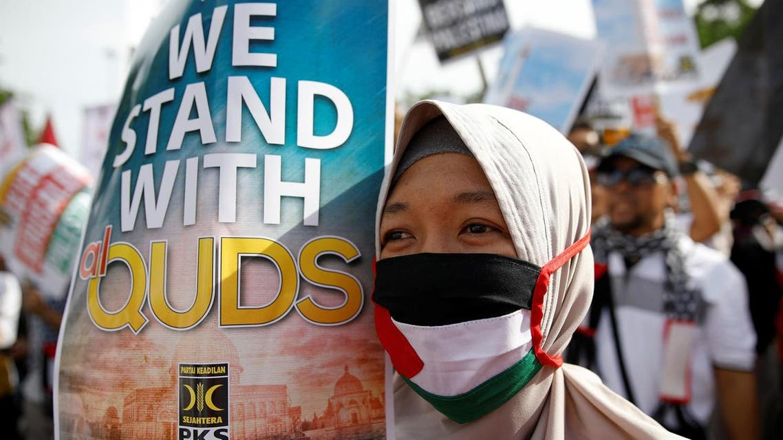 Protesters hold a rally outside the U.S. embassy in Jakarta, Indonesia, to condemn the US decision to recognise Jerusalem as Israel's capital, December 10, 2017. (Reuters)
