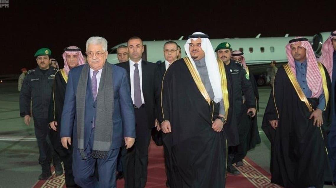 عباس لدى وصوله إلى الرياض