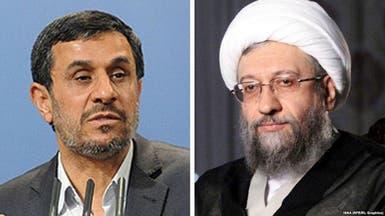أحمدي نجاد يتحدى المرشد ويصف رئيس قضائه بالغاصب
