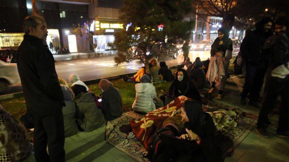 أسر إيرانية هرعت إلى الشوارع خوفا من الزلزال