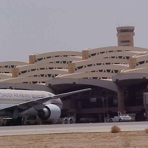 افتتاح مرافق مناولة المواد الطبية بمطار الملك خالد الدولي