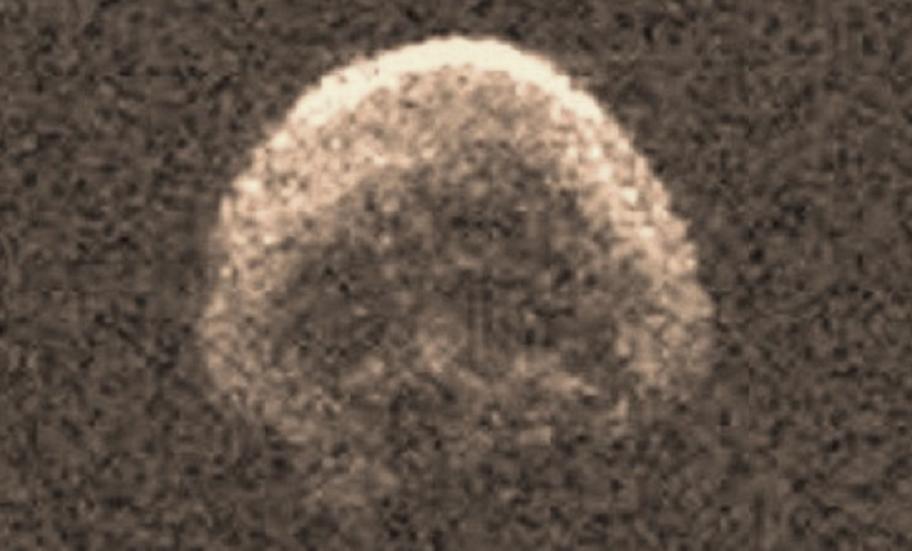 أول صورة التقطوها لرأسه الشبيه بجمجمة حين كان بعيداً 486 ألف كيلومتر عن الأرض