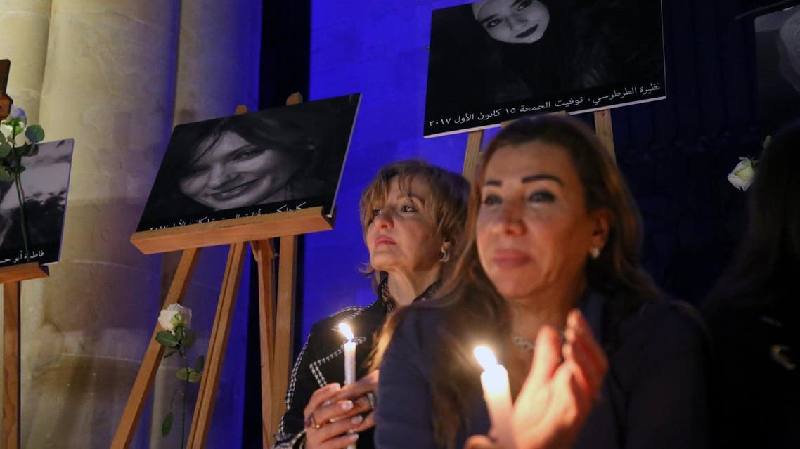 Lebanese women light candles during a sit-in in Beirut on December 23, 2017. (Reuters)