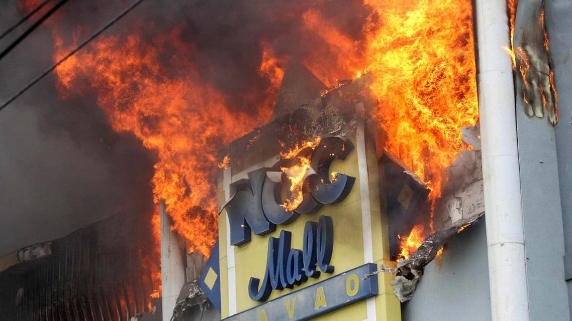 A fire rages on at a shopping mall Saturday, Dec. 23, 2017, Davao city, southern Philippines. (AP)