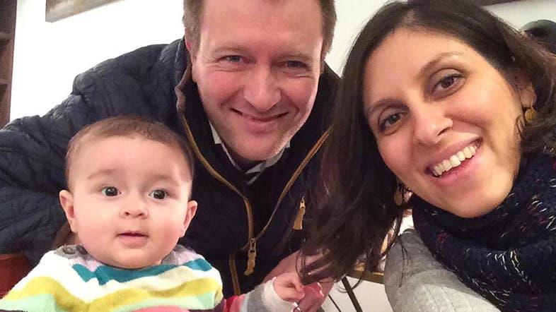 نازانين مع زوجها وطفلتها